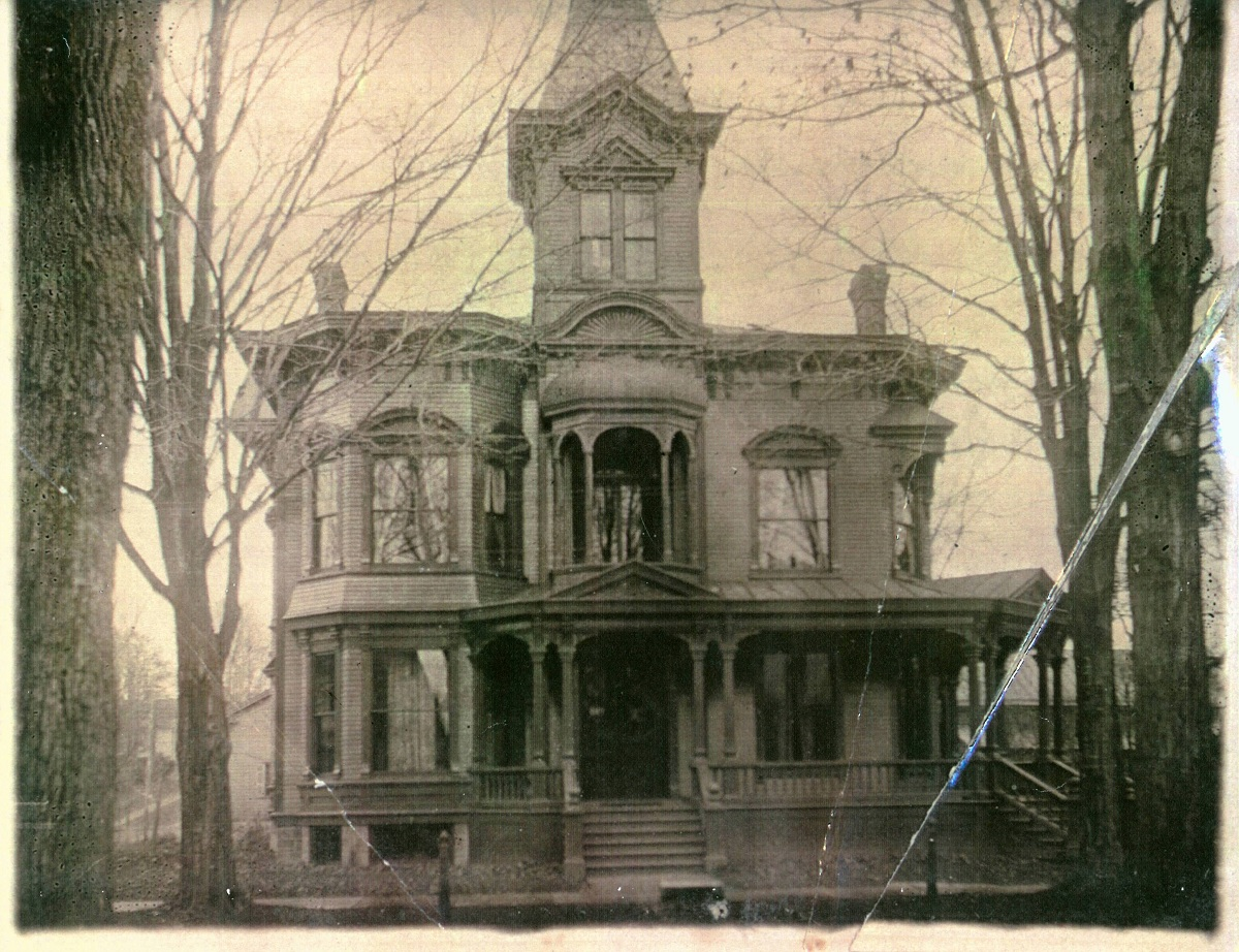 1000 images about fun old fixer uppers on pinterest old for Mansions in new york for sale